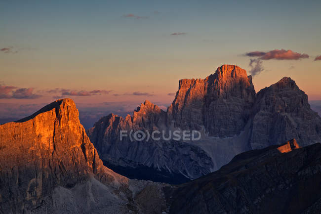 Scenic view of rocky mountains at sunrise — Stock Photo