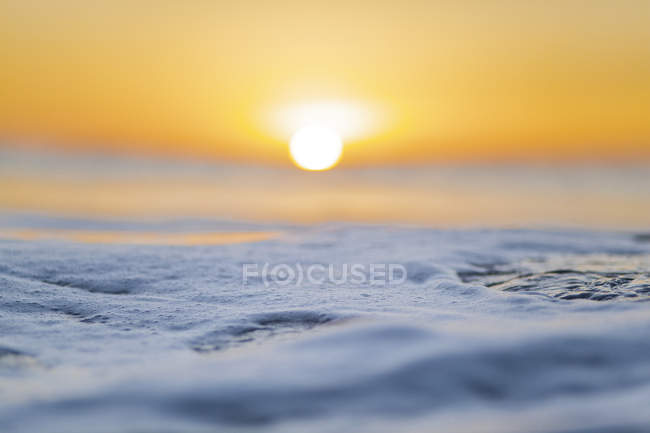 Scenic view of ocean during sunrise — Stock Photo