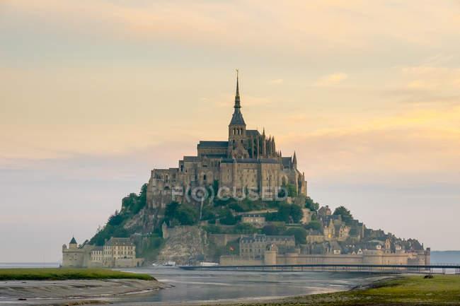 Mont-Saint-Michel Abbey at sunrise, UNESCO World Heritage Site, Normandy, France — Stock Photo