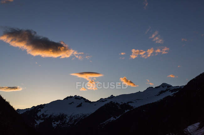 Majestic scenery of Cascade Pass in North Cascades National Park at sunset, Washington State, USA — Stock Photo