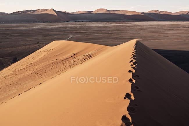 Красивые природные пейзажи дюн 45 возле Sossusvlei, пустыня Намиб, Намибия — стоковое фото