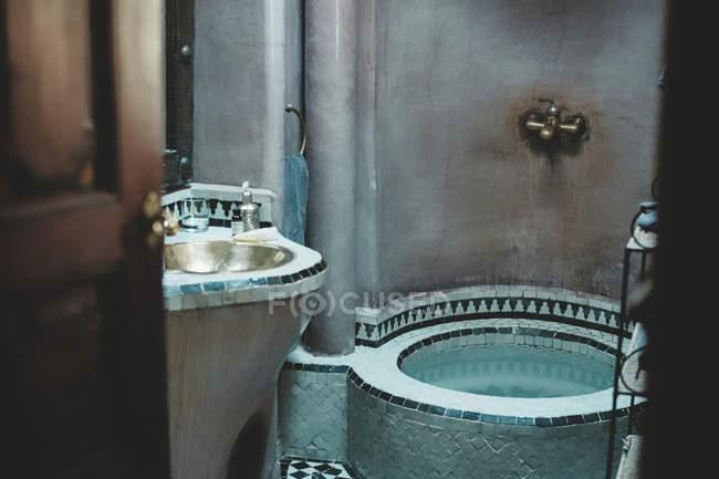Vasca Da Bagno Con Lavandino : Dettagli di arabian bagno con lavandino e vasca da bagno