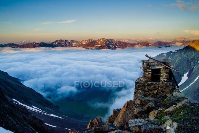 Scenic view of sunrise of tzi Iceman — Stock Photo
