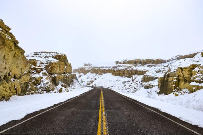 Winter weather driving through Utah — Stock Photo