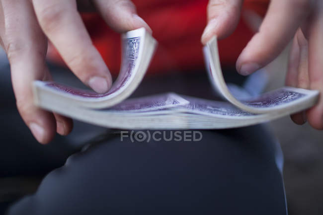 A man shuffles a deck of playing cards. — Stock Photo