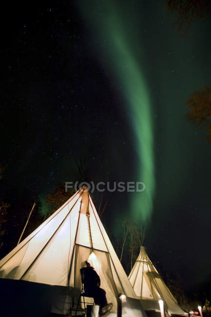 Teepee Glowing Under Aurora — Stock Photo