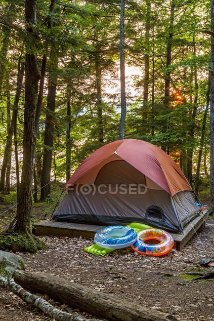 Tenda sull'isola di luna nel lago Squam, Holderness, New Hampshire — Foto stock