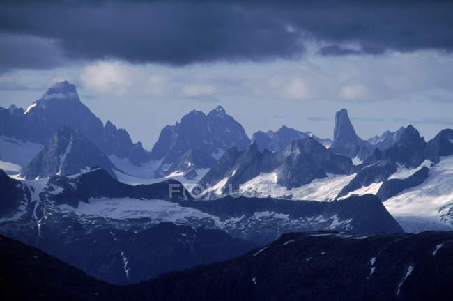 Vista panorámica del sureste de la Cordillera de Juneau, Juneau, Alaska - foto de stock
