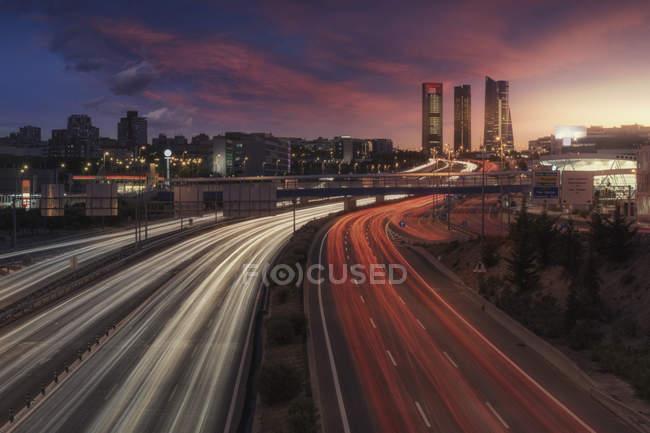 Rastro de luz na estrada de Madrid — Fotografia de Stock