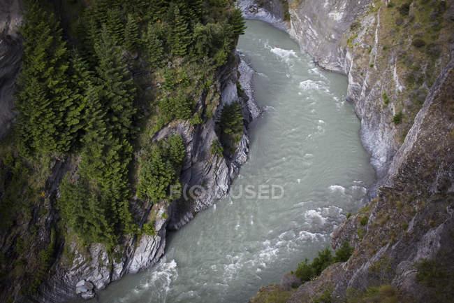 Luftaufnahme des Shotover River schneidet durch steile Schluchten — Stockfoto
