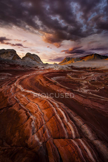 Bunten roten Felsformationen bei Sonnenuntergang — Stockfoto