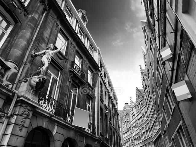 Типова вулиця в Антверпені, Бельгія. — стокове фото