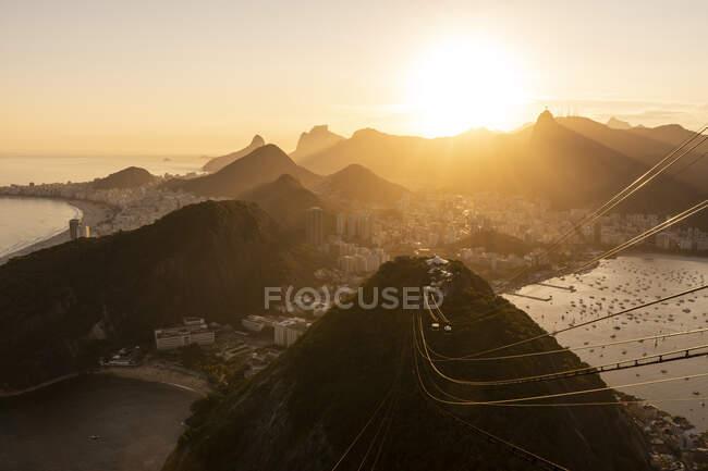 Bella vista sul tramonto dalla Sugar Loaf Mountain a Rio de Janeiro, Brasile — Foto stock
