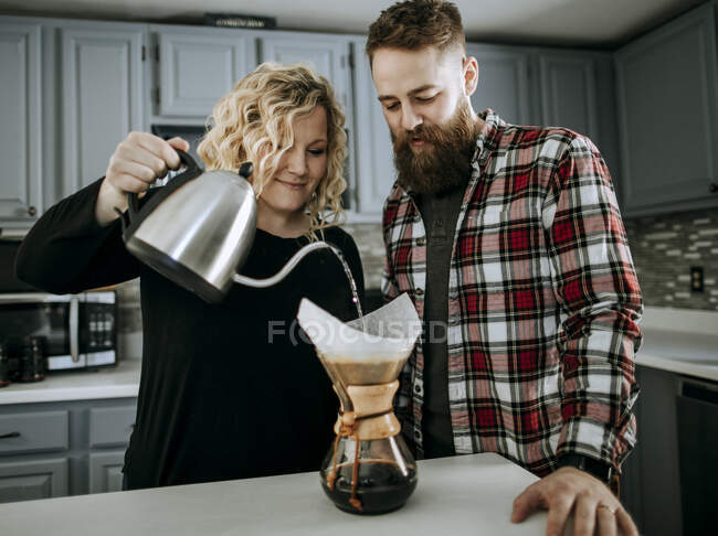 Couple of young man and woman making morning coffee — Stock Photo