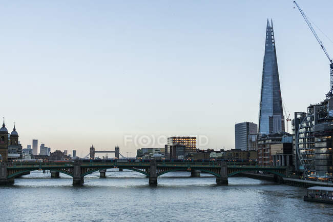 View of London's city centre and the Thames river at sunset — Stock Photo