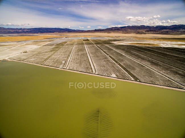 Verdunstungsteiche im Owens Valley malen seltsame Farben — Stockfoto