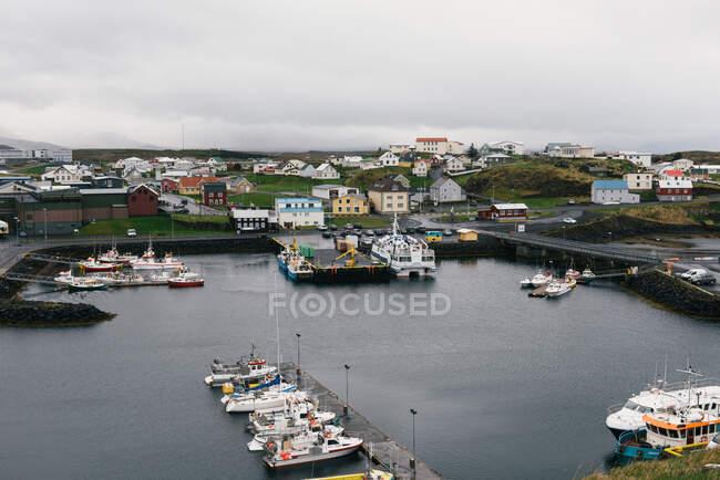 Norway, scandinavia-septiembre 27, 2018: vista del puerto de la ciudad del mar báltico - foto de stock