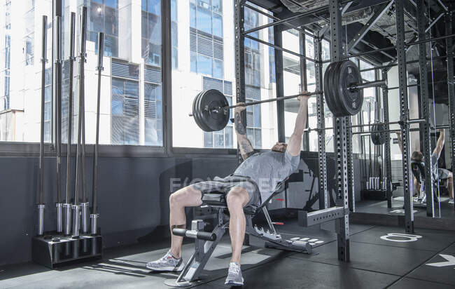Young man working out in the gym — Stock Photo