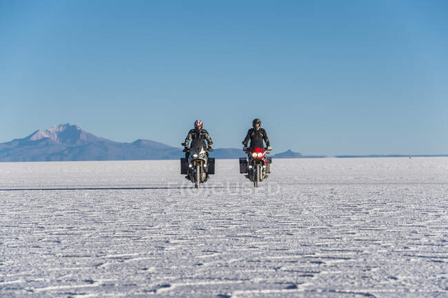 Two bikers exploring the new location — Stock Photo