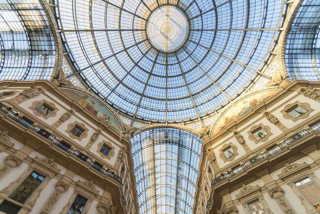 Интерьер Миланской торговой галереи, Италия — стоковое фото