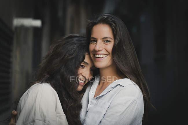 Beautiful esbian girls couple hug each other — Stock Photo