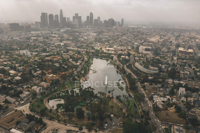 Echo Park in Los Angeles with View of Downtown Skyline and Foggy Polluted Smog Air in Big Urban City HQ — Stock Photo