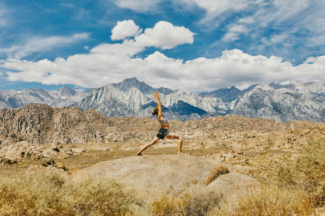 Young woman practicing  yoga outdoors — Stock Photo