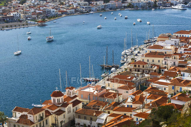 View of the city on the bank of the sea — Stock Photo
