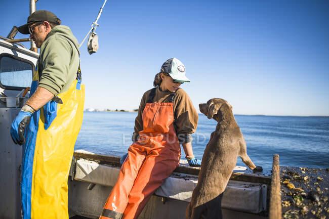 Aquakultur-Muschelfischen auf Muscheln am frühen Morgen in der Narragansett Bay in Rhode Island — Stockfoto