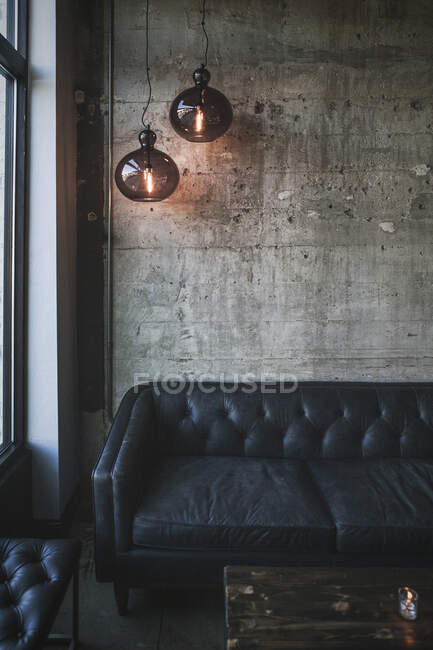 Interior de una habitación moderna loft - foto de stock