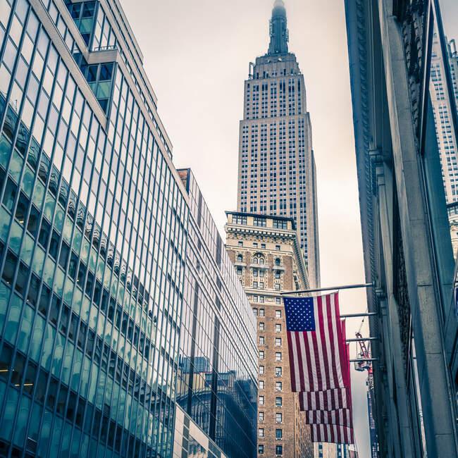 Ciudad de Nueva York Manhattan skyline, lugar de viaje en el fondo - foto de stock