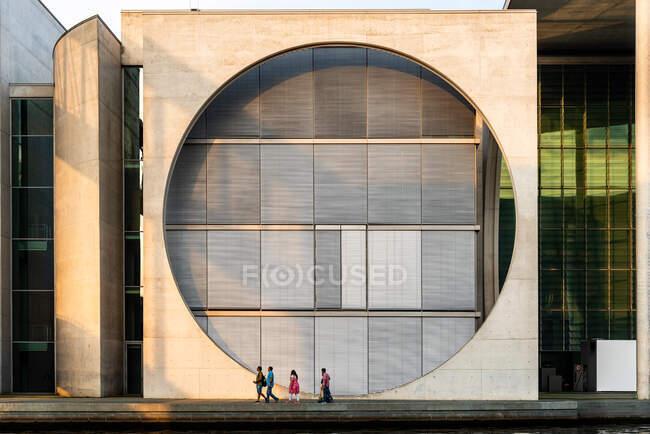 Berlino, Germania - 28 luglio 2019: Edificio Marie-Elisabeth-Lders-Haus nel distretto governativo di Berlino — Foto stock