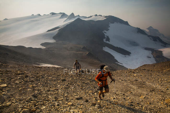 Climbers ascend a trail en route to Glacier Peak in the Glacier Peak Wilderness in Washington. — Stock Photo