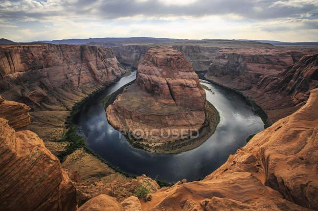 Horseshoe Bend, una parte dramática del río Colorado cerca de Page, Arizona - foto de stock