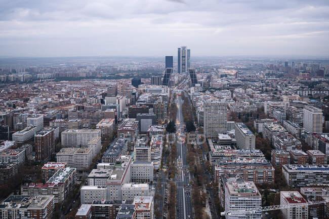 Immagine della città di Madrid, Spagna, in una giornata invernale nuvolosa — Foto stock