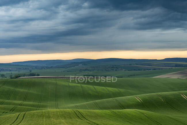 Scenic natural landscape with green rolling hills — Stock Photo