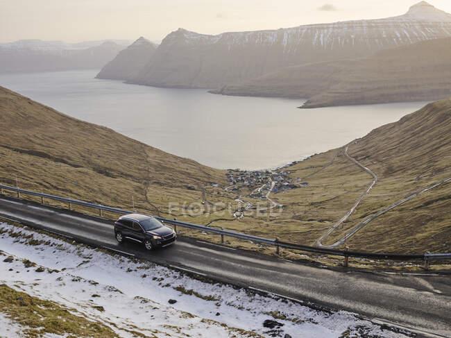 Vista de la carretera de montaña, islas lofoten - foto de stock