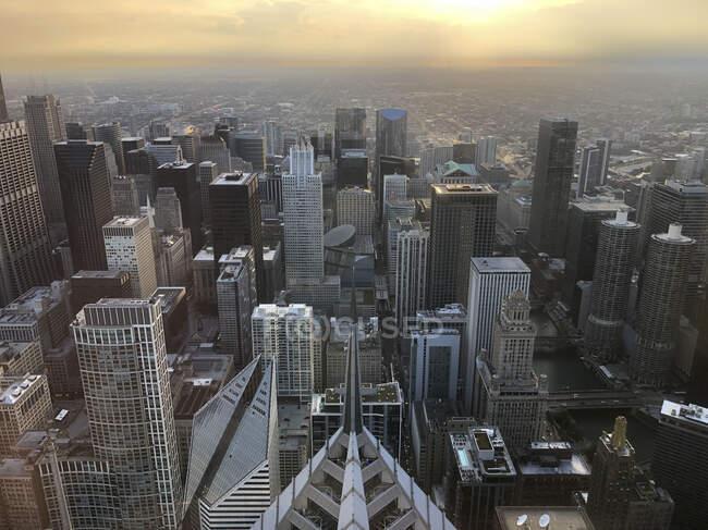 Una vista aerea della syline di Chicago al crepuscolo guardando a sud. — Foto stock