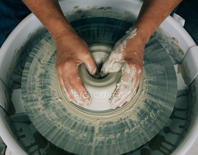 Hands of a potter, creating a jar of clay — Stock Photo