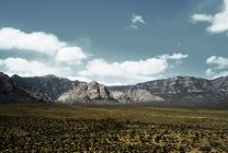 Red Rock Canyon conservation area under blue cloudy sky — Stock Photo