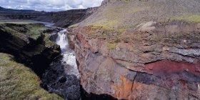 Аэрофотоснимок водопад и Крик в Каньон — стоковое фото