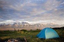Намет встановити поблизу Гранд Тітон гори — стокове фото
