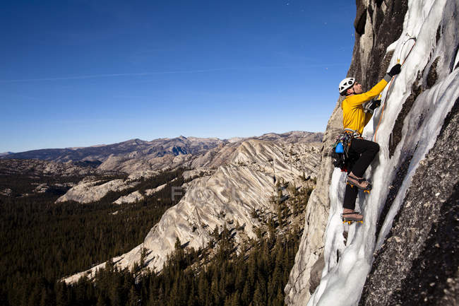Male ice climber climbing on Drug Dome in Yosemite National Park, California. — Stock Photo