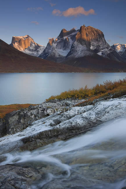 Flow of creek with mountains on background — Stock Photo