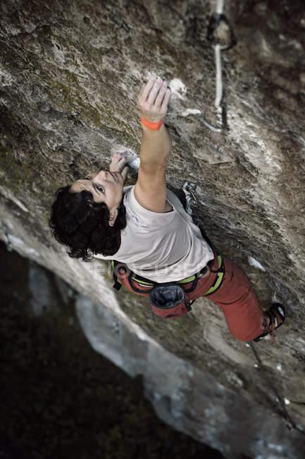 Woman climbing in Jilotepec, Estado de Mexico, Mexico — Stock Photo