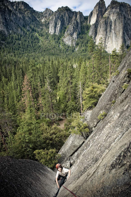 Boy making first multi-pitch climb at Yosemite National Park — Stock Photo