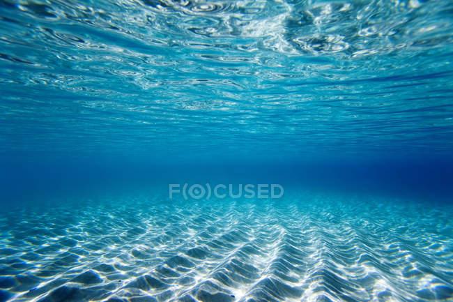 Ясно, поверхневі води — стокове фото