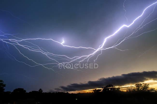Lightning storms in sky — Stock Photo