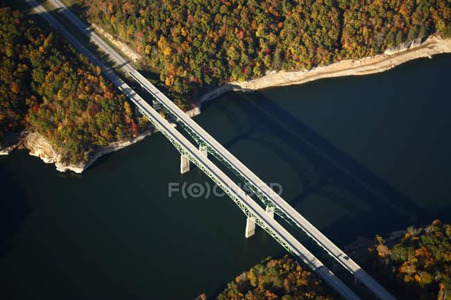 Вид з мосту через Summersville озера, на північ від Fayetteville, Wv — стокове фото