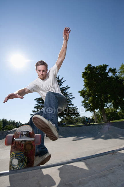 Young man launching out of bowl at skatepark in Salt Lake City, UT — Stock Photo